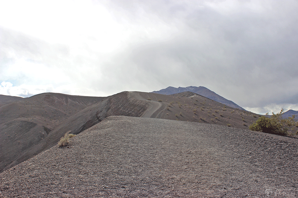 ubehebe-crater-hike